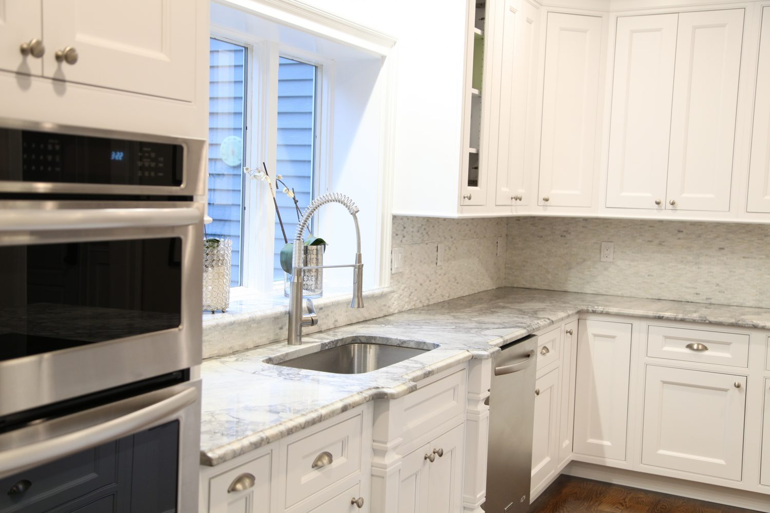 White and marble kitchen